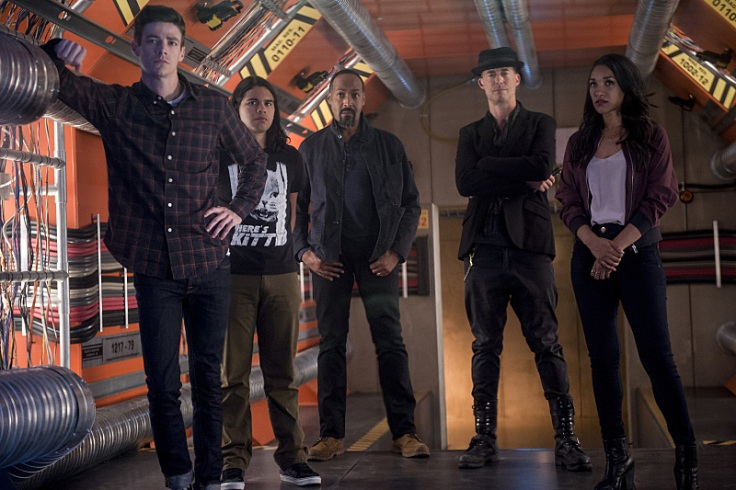 """The Flash -- """"Killer Frost"""" -- Image FLA307a_0136b.jpg -- Pictured (L-R): Grant Gustin as Barry Allen, Carlos Valdes as Cisco Ramon, Jesse L. Martin as Detective Joe West, Tom Cavanagh as Harrison Wells and Candice Patton as Iris West -- Photo: Diyah Pera/The CW -- © 2016 The CW Network, LLC. All rights reserved."""