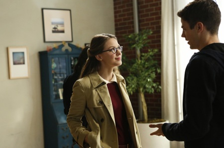 """Supergirl -- """"Medusa"""" -- Image SPG208b_0008.jpg -- Pictured (L-R): Melissa Benoist as Kara/Supergirl and Grant Gustin as Barry Allen -- Photo: Bettina Strauss /The CW -- © 2016 The CW Network, LLC. All Rights Reserved"""