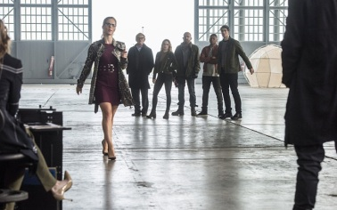 "The Flash -- ""Invasion!"" -- Image FLA308b_0073b.jpg -- Pictured (L-R): Emily Bett Rickards as Felicity Smoak, Victor Garber as Professor Martin Stein, Caity Lotz as Sara Lance/White Canary, Dominic Purcell as Mick Rory/Heat Wave, Franz Drameh as Jefferson ""Jax"" Jackson and Brandon Routh as Ray Palmer/Atom -- Photo: Dean Buscher/The CW -- © 2016 The CW Network, LLC. All rights reserved."