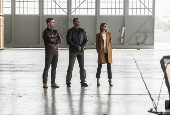 """The Flash -- """"Invasion!"""" -- Image FLA308b_0080b.jpg -- Pictured: Stephen Amell as Oliver Queen, David Ramsey as John Diggle and Willa Holland as Thea Queen -- Photo: Dean Buscher/The CW -- © 2016 The CW Network, LLC. All rights reserved."""