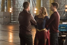 """The Flash -- """"Invasion!"""" -- Image FLA308b_0397.jpg -- Pictured (L-R) Stephen Amell as Oliver Queen, Melissa Benoist as Kara/Supergirl and Grant Gustin as Barry Allen -- Photo: Dean Buscher/The CW -- © 2016 The CW Network, LLC. All rights reserved"""
