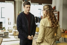 """Supergirl -- """"Medusa"""" -- Image SPG208b_0028.jpg -- Pictured (L-R): Grant Gustin as Barry Allen and Melissa Benoist as Kara/Supergirl -- Photo: Bettina Strauss /The CW -- © 2016 The CW Network, LLC. All Rights Reserved"""