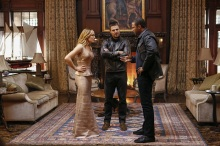 """Arrow -- """"Invasion!"""" -- Image AR508a_0009.jpg -- Pictured (L-R): Caity Lotz as Sara Lance/White Canary, Stephen Amell as Oliver Queen and David Ramsey as John Diggle -- Photo: Bettina Strauss/The CW -- © 2016 The CW Network, LLC. All Rights Reserved."""