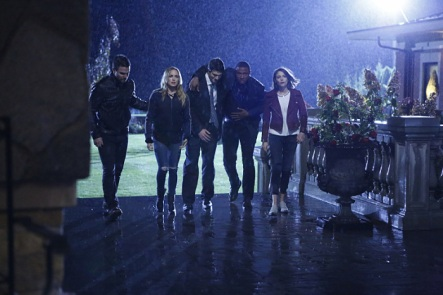 """Arrow -- """"Invasion!"""" -- Image AR508a_0281.jpg -- Pictured (L-R): Stephen Amell as Oliver Queen, Caity Lotz as Sara Lance, Brandon Routh as Ray Palmer, David Ramsey as John Diggle and Willa Holland as Thea Queen -- Photo: Bettina Strauss/The CW -- © 2016 The CW Network, LLC. All Rights Reserved."""