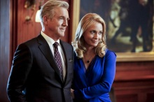"""Arrow -- """"Invasion!"""" -- Image AR508b_0072b.jpg -- Pictured (L-R): Jamey Sheridan as Robert Queen and Susanna Thompson as Moira Queen -- Photo: Bettina Strauss/The CW -- © 2016 The CW Network, LLC. All Rights Reserved."""