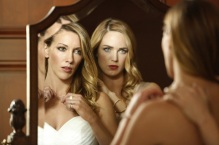 """Arrow -- """"Invasion!"""" -- Image AR508a_0269.jpg -- Pictured (L-R): Katie Cassidy as Laurel Lance and Caity Lotz as Sara Lance/White Canary -- Photo: Bettina Strauss/The CW -- © 2016 The CW Network, LLC. All Rights Reserved."""