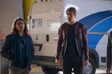 """DC's Legends of Tomorrow --""""Invasion""""-- Image LGN207c_0253.jpg -- Pictured (L-R): Carlos Valdes as Cisco Ramon and Brandon Routh as Ray Palmer/Atom -- Photo: Diyah Pera/The CW -- © 2016 The CW Network, LLC. All Rights Reserved."""