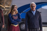 """DC's Legends of Tomorrow --""""Invasion""""-- Image LGN207c_0307.jpg -- Pictured (L-R): Melissa Benoist as Kara/Supergirl and Victor Garber as Professor Martin Stein -- Photo: Diyah Pera/The CW -- © 2016 The CW Network, LLC. All Rights Reserved"""