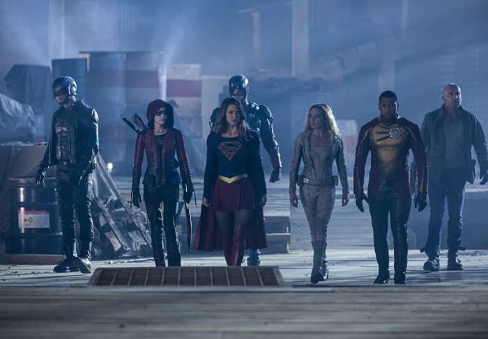 "The Flash -- ""Invasion!"" -- Image FLA308a_0321b.jpg -- Pictured (L-R): David Ramsey as John Diggle, Willa Holland as Speedy, Melissa Benoist as Kara/Supergirl, Brandon Routh as Ray Palmer/Atom, Caity Lotz as Sara Lance/White Canary, Franz Drameh as Jefferson ""Jax"" Jackson and Dominic Purcell as Mick Rory/Heat Wave -- Photo: Michael Courtney/The CW -- © 2016 The CW Network, LLC. All rights reserved."